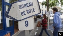 Избирательный участок в пригороде Парижа. 17 июня 2012 г.