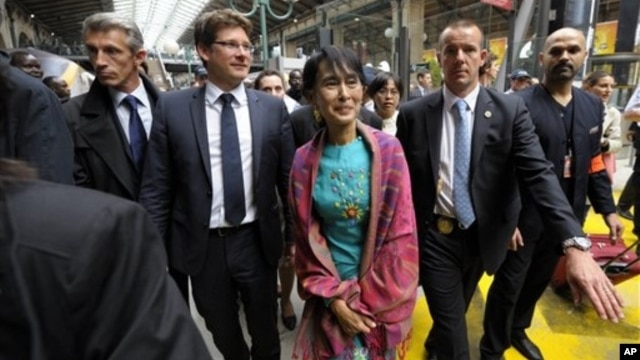 Burmese democracy icon Aung San Suu Kyi arrives at Gare du Nord train station, Paris, June 26, 2012.