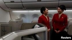 Tiếp viên hàng không Cathay Pacific.