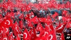 Nepregledna masa Erdoganovih pristalica danas u Istanbulu