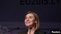 Ketua Kebijakan Luar Negeri Uni Eropa, Federica Mogherini, dalam konferensi pers di Riga (6/3). (Reuters/Ints Kalnins)