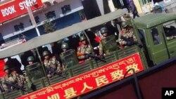 在格尔登寺所在的四川阿坝县巡逻的军车
