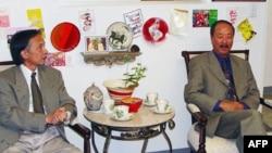 Lý Kiến Trúc phỏng vấn tướng Nguyễn Cao Kỳ tại toà soạn tạp chí Văn Hoá ở Quận Cam năm 2004