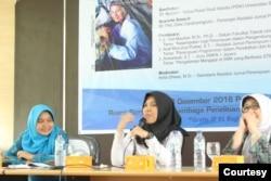 Andi Misbahul Pratiwi, M.Si. (tengah) peneliti isu gender dan teknologi, managing editor Jurnal Perempuan. (Foto: Generation Girl)