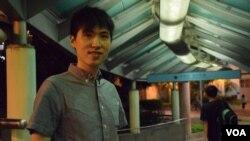 參選區議會的「慈雲山建設力量」成員譚俊文 (美國之音湯惠芸拍攝)