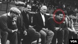 """თბილისის """"დინამოს"""" სათადარიგო სკამი: მარხცნიდან გრიგოლ გაგუა, ანდრო ჟორდანია, ნესტორ ჩხარტარაშვილი..ზურაბ სოტკილავა, პრაღა, 1959 წელი"""