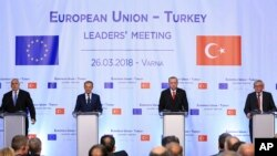 From left to right, Bulgaria's Prime Minister Boyko Borisov, European Council President Donald Tusk, Turkey's President Recep Tayyip Erdogan and head of the European Commission Jean-Claude Juncker, attend a joint news conference on the conclusion of the EU-Turkey summit, in the Black Sea resort of Varna, Bulgaria, Monday, March 26, 2018.