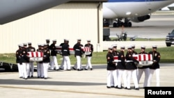 지난달 14일 미국 메릴랜드주 앤드류스 공군기지로 운구된 리비아 주재 미국 영사관 피습사건 희생자들의 시신.