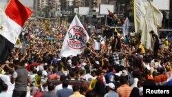 被罷免的埃及總統穆爾西的數千名支持者在開羅舉行遊行集會