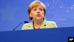 Kanselir Jerman Angela Merkel hari Minggu (14/7) menyerukan peraturan yang lebih keras untuk melindungi komunikasi elektronik di Uni Eropa.