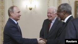 Володимир Путін з Джиммі Картером і Кофі Аннаном у Москві