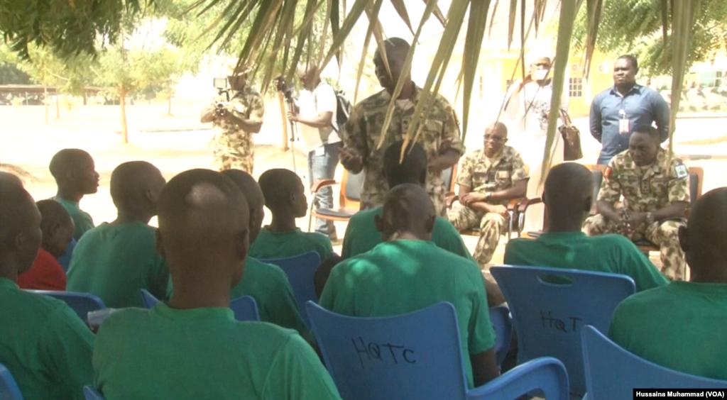 Wasu daga cikin 'yan kungiyar Boko Haram da suka mika wuya, Farairu 05, 2018