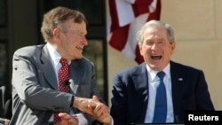 George H.W. Bush et George W. Bush