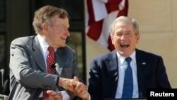George H.W. Bush et George W. Bush
