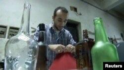 ابتکار تبدیل کردن بوتل های بیکاره به چراغ های میزی پس از مظاهرات گسترده در خیابان های قاهره آغاز شد