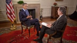 President Obama with VOA's Andre de Nesnera in the Map Room of the White House