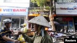 Kinh tế tăng trưởng nhưng nhiều người vẫn sống lam lũ ở Việt Nam