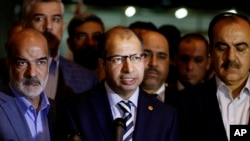 Iraqi parliament speaker Salim al-Jabouri, center, speaks to reporters during a news conference in Baghdad, Iraq, April 13, 2016.
