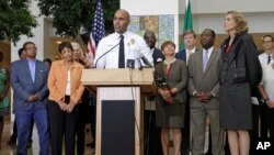 Charlotte Police Chief Kerr Putney speaks as city officials including Charlotte mayor Jennifer Roberts, right, listen during a news conference following Tuesday's fatal police shooting of Keith Lamont Scott, an African American, in Charlotte, North Carolina, Sept. 22, 2016.