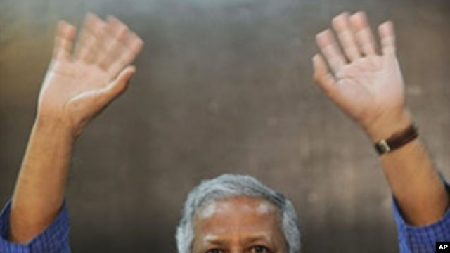 Nobel Peace Prize Laureate and founder of Bangladesh's Grameen Bank Muhammad Yunus gestures as he speaks to media representatives before the opening of Africa-Middle East Microcredit Summit in Nairobi, 6 Apr 2010