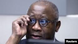 科特迪瓦前总统巴博在国际刑事法院等待出庭(2016年1月28日)
