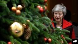 Bà Theresa May rời Phố Downing hôm 4/12