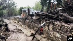 """Quebrada Montecito en California, tras el paso de las primeras lluvias del """"expreso de la piña"""". Cientos han sido evacuados."""