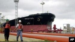 El gobierno Chávez ha donado cerca de $70 mil millones de dólares en petróleo a otros países.