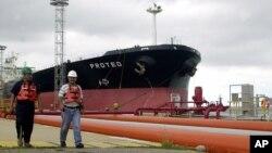 La compra de gasolina es, según especialistas, reflejo de las debilidades que atraviesa PDVSA.