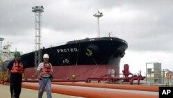 Venezuela ha intentado, sin conseguir compromiso, alianzas fuera de la OPEP, para enfrentar la caída del precio del crudo.