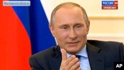 د روس صدر ولادیمیر پوټن ویلي یوکرین د روسي نسل خلک د تحفظ حق محفوظ لري. هغه وویل هغه وسله وال چې د یوکرین عسکري دستو لار يي نیولې، روسیان نه بلکه کې یوکرینیان دي