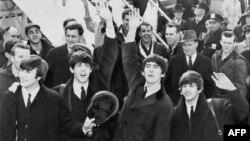 Ban nhạc The Beatles tại sân bay Kennedy vào năm 1964
