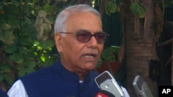Mr. Yashwant Sinha speaking at the press conference (Photo: Tsering Wangyal)