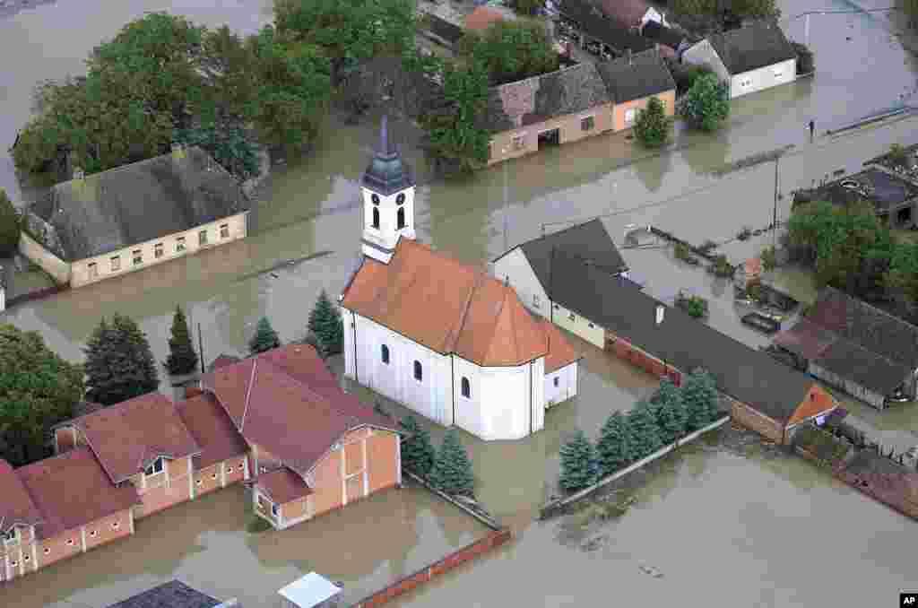 Flood waters cover the village of Gunja, eastern Croatia, May 18, 2014.