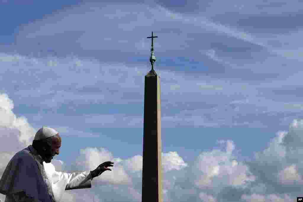 سخنرانی پاپ فرانسیس، رهبرکاتولیک های جهان در میدان سنت پیترز واتیکان