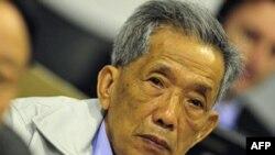 Ông Duch đã thay đổi thái độ bằng cách đòi tòa phải thả ông ra vào những ngày cuối cùng của vụ xử vào năm 2009