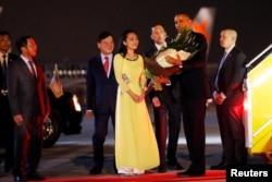 U.S. President Barack Obama receives flowers as he arrives at Noibai International Airport in Hanoi, Vietnam, May 22, 2016.