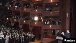 Apoteósica fue la llegada del presidente Bashar al-Assad en el teatro de Ópera de Damasco este 6 de enero.