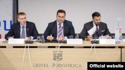 Ministar vanjskih poslova i evropskih integracija Igor Lukšić, predsjednik Evropskog pokreta u Crnoj Gori Momčilo Radulović i glavni pregovarač ambasador Aleksandar Andrija Pejović