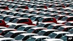 Penjualan mobil di pasar otomotif yang pertumbuhannya kedua tercepat di dunia itu diperkirakan turun untuk pertama kalinya tahun ini sejak tahun 2003 (foto: dok).