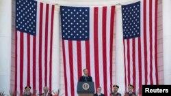 26일 바락 오바마 미국 대통령이 버지니아주 알링턴 국립묘지에서 메모리얼 데이 기념 연설을 하고 있다.