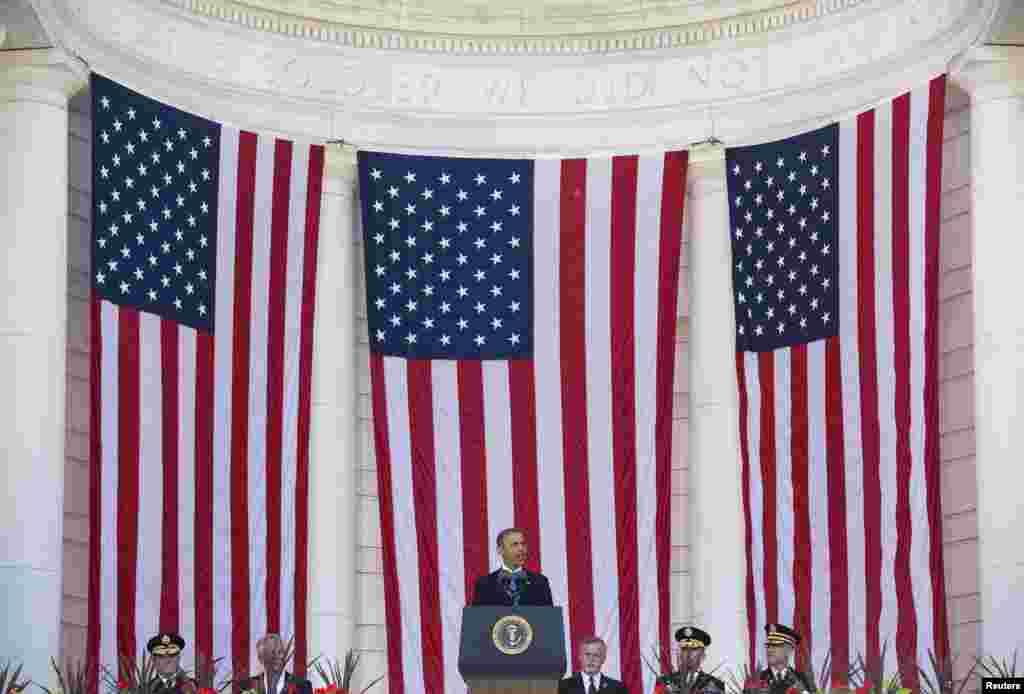 미국 버지니아주 알링턴 국립묘지에서 열린 메모리얼 데이 행사에서바락 오바마 대통령이 연설하고 있다.