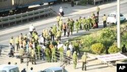 Para demonstran bentrok dengan polisi di Vietnam (foto: ilustrasi).