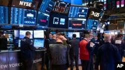 Suasana di lantai Bursa Saham New York (NYSE), 16 Maret 2020.
