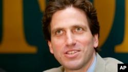 Tổng biên tập tạp chí Forbes phiên bản Nga Paul Klebnikov nói chuyện ở Moscow 13/5/2004.