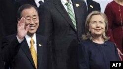 Генеральный секретарь ООН Пан Ги Мун и Госсекретарь США Хиллари Клинтон на открытии саммита ОБСЕ в Казахстане 1 декабря 2010г.