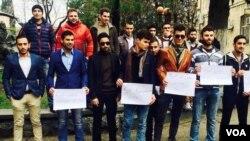 სურათზე: ერაყელი სტუდენტები ქუთაისში სწავლის გაგრძელების ნებართვას ითხოვენ