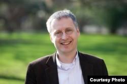 牛津大学网络管理和规则专家维克托•迈尔•舍恩伯格(Viktor Mayer-Schonberger)