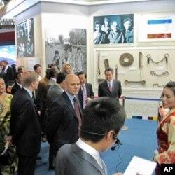 中国外交部组织外国驻华使节参观西藏成就展