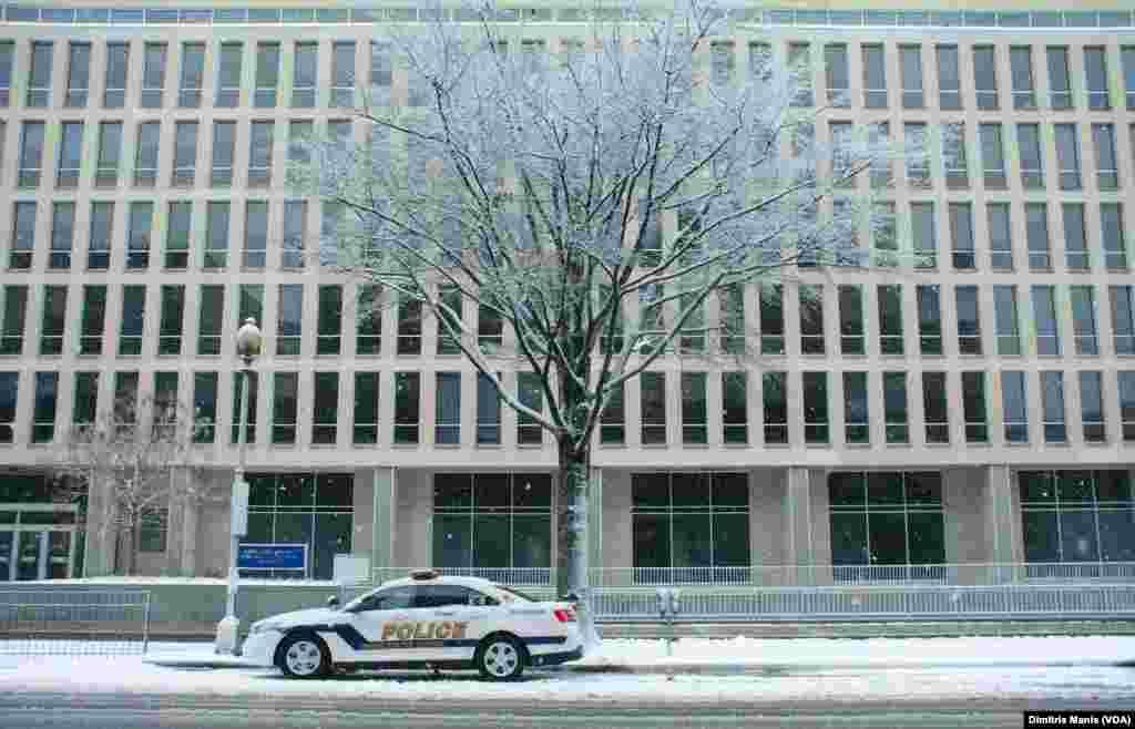 برف باری کے باعث اسکول اور دفاتر بند رہے۔